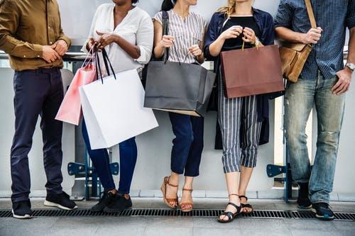 Najlepszym narzędziem marketingowym są ludzkie przekonania. Jak heurystyki i błędy poznawcze wpływają na nasze wybory konsumenckie?